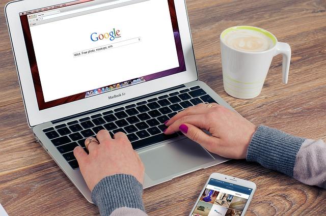 káva, ruce, vyledávač, mobil
