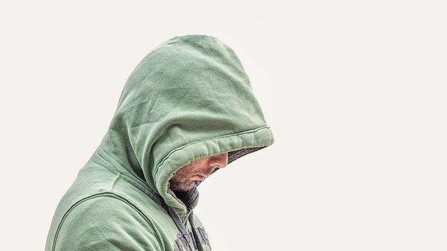 muž v zelené mikině.jpg
