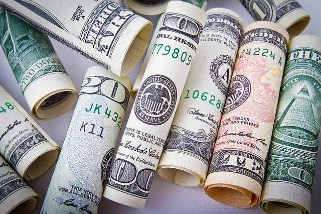 stočené bankovky