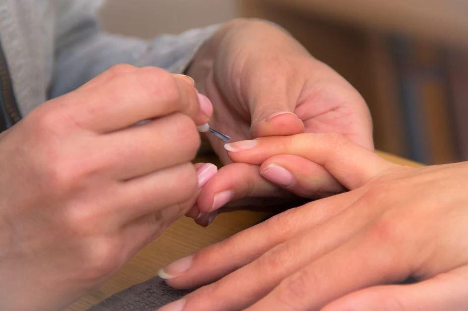 Přírodní lak na nehty, to není jen reklamní slogan